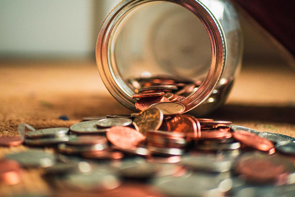 valkuilen in je cashflowoverzicht - omgevallen pot met munten